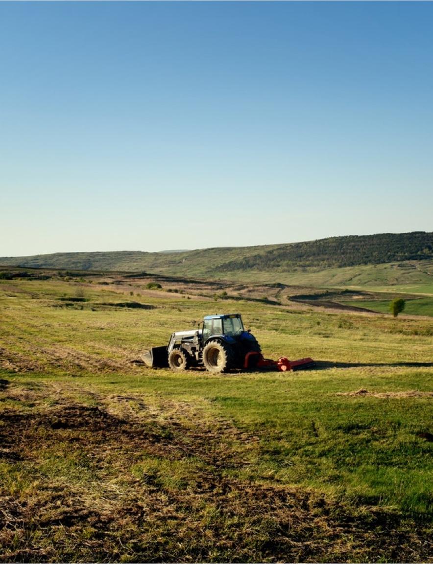 Sfeerbeeld tractor op land